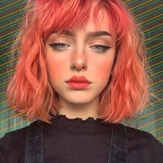 35 Edgy Hair Color Ideas to Try Right Now Looking to give your hair an edge? Then check out these 35 edgy hair color ideas to try and get inspired! Hair Inspo, Hair Inspiration, Character Inspiration, Cheveux Oranges, Pretty Hairstyles, Red Hairstyles, Hair Goals, New Hair, Makeup Looks