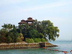 Keliatan banget klo ini pulau buatan @PalawanBeach #SingaporeTrip