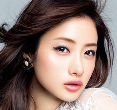 石原さとみ Cool Face, Pretty Face, Beautiful Person, Beautiful Asian Women, Satomi Ishihara, Prity Girl, Face Photography, Girls Characters, Japanese Girl
