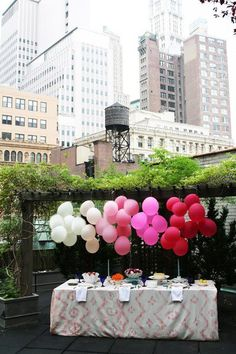 BAlloons - ombre with blue/white or white & blue alternating on table