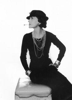 """Audrey Hepburn: Warum sie als Mode-Ikone gilt: Coco Chanel gilt bis heute als größte Modeschöpferin aller Zeiten. Sie prägte """"Das kleine Schwarze"""", ein ..."""