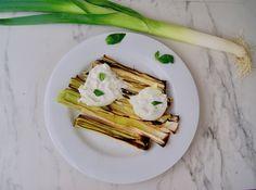 Poireaux grillés et burrata Mozzarella, Menu, Ethnic Recipes, Food, Olive Oil, Menu Board Design, Meal, Essen, Hoods