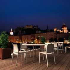 At the end of spring, one should enjoy these nice nights. Outdoor Dining Furniture, Patio Dining Chairs, Modern Dining Chairs, Outdoor Chairs, Steel Dining Table, Glass Dining Table, Terrasse Design, Patio Design, Maya