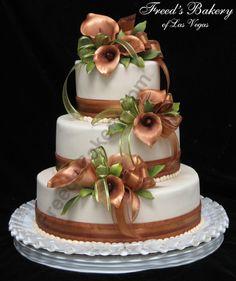 Beautiful bronze cake with cala lilies!