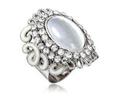 Prsteň na šatky – Opal - www.malovany-hodvab.sk Gemstone Rings, Brooch, Gemstones, Opal, Jewelry, Fashion, Luxury, Moda, Jewlery