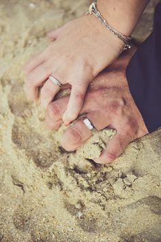 #photographie #photography #couple #amour #love #nature #mer #plage #after #day #afterday #newwork #pictureoftheday #nord #france #manon #debeurme #photographe #photographer #professionel #professionelle New Work, Claire, Silver Rings, France, Couple, Engagement Rings, Nature, Photography, Jewelry
