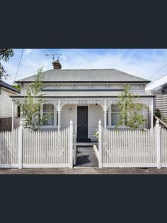 Sold Price for 45 Alexander Street Seddon Vic 3011 Cottage Exterior, House Paint Exterior, Exterior House Colors, Exterior Design, Exterior Color Schemes, House Color Schemes, Colour Schemes, Victorian Cottage, Victorian Homes