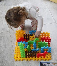 assistante maternelle activités manuelles formation enfant bébé Triangle, Construction, Child, Building