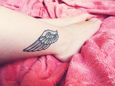 Sempre posto aqui umas inspirações fofas para tattoos quando posso. Só por isso, vocês já imaginam o quão doida eu sou por essas artes na pele. Eu sou daquele tipo de pessoa que quando conhece algu…