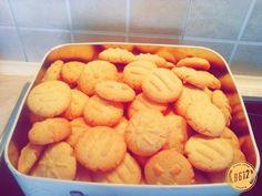 Κουλουράκια με μαστίχα & πορτοκάλι!! Biscuit Cookies, Greek Recipes, Biscuits, Cupcakes, Nutrition, Sweets, Ethnic Recipes, Desserts, Food