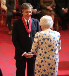 "Paul McCartney at Buckingham Palace where he was made a Companion of Honour by the Queen for services to music. ""I see this as a huge honour for me and my family and I think of how proud my Liverpool mum and dad would have been to see this. Linda Mccartney, Paul Mccartney And Wings, Paul Mccartney Beatles, Companion Of Honour, Sir Paul, Queen Of England, The Fab Four, Ringo Starr, Buckingham Palace"
