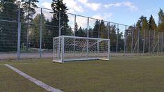 Avynan leveä pienpeli maali on kooltaan 2,5x1m. Täydellinen valinta yleisille kentille ja seurakäyttöön Tutustu tähän jalkapallomaaliin osoitteessa:  http://www.tasapeli.fi/product/173/avyna-levea-alumiininen-jalkapallomaali-25mx1m