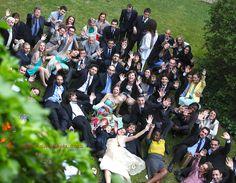 Matrimoni - cascata di sorrisi e di mani | © Valeria Squillante