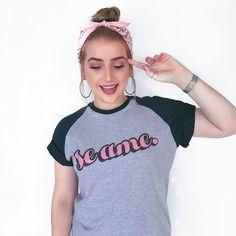 """EPAAAAAA! Vídeo novo no AR! 🙌🏽💕 e a novidade incrível é que agora temos uma linha de camisetas em parceira com a loja @uselolja 😬 Esse é um dos modelos e o meu preferido, o precinho é mt camarada (lógico haha) e o link para comprar está na minha bio do insta. Quero ver todo mundo comprando as camisetas e espalhando pro mundo a mensagem: """"se ame."""" 💖 Vou curtir e comentar nas fotos de comprar, hein"""