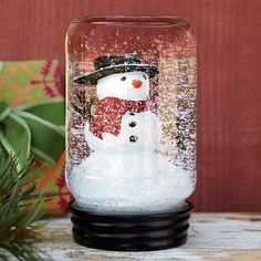 2 make with the kids at christmas - DIY Holiday Craft - Mason Jar Snowglobes Christmas Projects, Holiday Crafts, Holiday Fun, Mason Jars, Mason Jar Crafts, Canning Jars, Diy Snow Globe, Snow Globes, Crafts For Kids