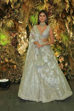 Wedding Lehenga Designs, Designer Bridal Lehenga, Indian Bridal Lehenga, Indian Bridal Outfits, Indian Bridal Fashion, Indian Gowns Dresses, Indian Fashion Dresses, Indian Designer Outfits, Lehnga Dress