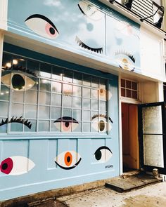 Our new mural is up! ・・・ Drop by our Brooklyn Pop Up at 184 Bedford Ave. to check out our All Eyes on Deck Mural created by to honor our partnership with and our work towards combating global poverty. Murals Street Art, Art Mural, Wall Murals, Wall Art, Environmental Graphics, Environmental Design, Instagram Wand, Pop Up Shop, Happy Design