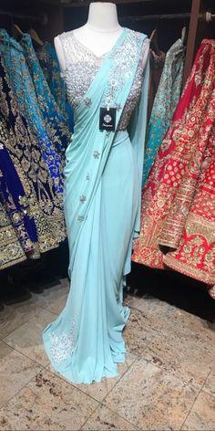 Saree Designs Party Wear, Party Wear Sarees, Saree Blouse Designs, Nyc Dresses, Indian Dresses, Indian Outfits, Indian Bridal Sarees, Indian Bridal Wear, Saree Wearing