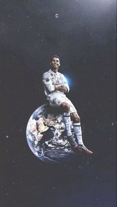 Cristiano Ronaldo, King Of The World. He's on top of the world. Cristiano Ronaldo 7, Cristiano Ronaldo Wallpapers, Messi And Ronaldo, Ronaldo Real Madrid, Real Madrid Football, Barca Real, Cr7 Wallpapers, Ronaldo Photos, Madrid Wallpaper