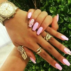 Found these on Fashionfrenzzie instagram. I love the gold detail on the nails.