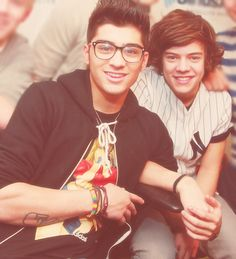 zayn looks sexy in black. and in glasses. and when he smiles. and when he doesn't smile... ok let me rephrase. zayn is sexy.