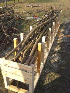 Bau einer Vorrichtung zum Schneiden von kleineren Ästen bzw. Unterholz. Texture, Wood, Crafts, Firewood, Surface Finish, Manualidades, Woodwind Instrument, Timber Wood, Trees