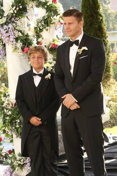 Booth + Bones Wedding     LOVE LOVE LOVE LOVE LOVE THE CUTEST THING EVER!!!!!