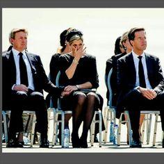Koningin Maxima is geemotioneerd (was ik ook) De Koning en Koningin in Eindhoven waar ze de slachtoffers van de MH 17 hun laatste eer bewijzen #koningWillemAlexander #koninginMaxima #tranen #mh17 #respect #VliegveldEindhoven Queen Maxima did not control her tears (me too) The King and Queen are in Eindhoven at the airport to pay their respect to the victums of the MH 17 #kingWillemAlexander #QueenMaxima #tears #respect #mh17 #EindhovenAirport