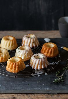 lemon and johurt cakes with lemon and thyme icing / drizzle and dip