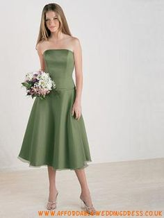 High Quality Cheap A-Line Strapless Knee-Length Satin Organza Bridesmaid Dress from HeleneBridal is on sale at wholesale prices. Organza Bridesmaid Dress, Bridesmaid Dress Colors, Strapless Dress Formal, Formal Dresses, Wedding Dresses, Satin, Green, Middle, Cocktail