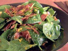 Segunda é o dia que começaremos a dieta. Sem passar vontade, essa salada de espinafre vai deixar você encantado. Chef: Giada De Laurentiis