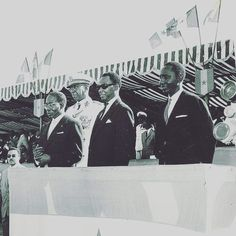 Valdiodio Ndiaye avec le Président Senghor, Mamadou Dia et le Général Fall lors de la célébration du 1er anniversaire de l'indépendance du Sénégal en 1961.
