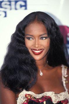 90s Makeup Look, Makeup Looks, Makeup Style, 90s Aesthetic, Black Girl Aesthetic, Teyana Taylor, Naomi Campbell Hair, Lineisy Montero, 90s Hairstyles