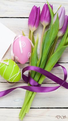 Boxing Day, Easter Art, Easter Eggs, Wall Wallpaper, Wallpaper Backgrounds, Wallpaper Ideas, Ostern Wallpaper, Violet Background, Happy Birthday Flower