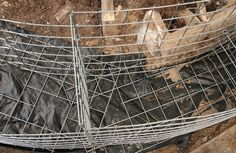 Assembled curved gabion cages