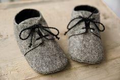 chaussures en laine tweed, chaussures de bébé gris, petit homme Chaussures, chaussons laine chaude, souliers, Chaussures enfant, cadeau de shower de bébé, chaussures bébé confortable