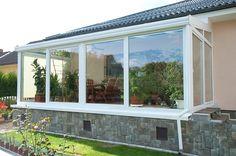 Hliníková konstrukce zajistí zimní zahradě potřebnou pevnost a dlouhou užitkovost. Cena pevných částí zimní zahrady od 5000 Kč/m^2 ; Dafe-plast
