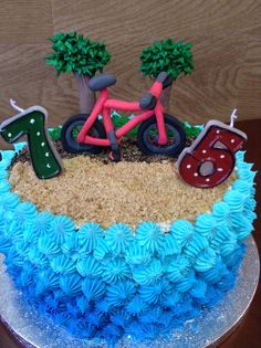 Paseo en bici por la playa. Tarta de cumpleaños de mi papi!
