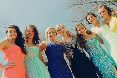Prom picture ideas - group photography - outdoor photo - natural lighting formal wear - homecoming Prom Group Poses, Homecoming Poses, Homecoming Pictures, Prom Photos, Senior Prom, Girl Group Pictures, Prom Pictures Couples, Prom Couples, Dance Pictures
