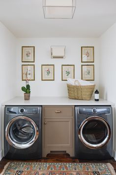 Cottage - jean fabrics design English Cottage - jean fabrics designEnglish Cottage - jean fabrics design Retractable Clothes Line Modern Bathroom Inspiration Fort Bragg, Laundry Room Design, Laundry Rooms, Mud Rooms, Small Laundry, Stoff Design, Laundry Room Inspiration, White Countertops, Diy Décoration