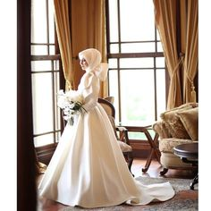 For your dream wedding dress in mind, rather than traditional veils, extravagant details and flamboyant designs; If something simple and … Muslim Wedding Gown, Muslim Wedding Dresses, Wedding Hijab, Dream Wedding Dresses, Wedding Gowns, Muslimah Wedding, Disney Wedding Dress, Hijab Bride, Gothic Wedding