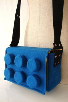 Lego satchel, how fun! Lego Bag, Custom Purses, Use E Abuse, Lego Creations, Geek Chic, Visual Kei, Purses And Bags, Women's Bags, Bag Accessories
