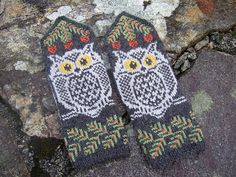 These mittens can be knit with absolutely any colors, dark on light, light on dark, doesn't matter. The PDF has charts both ways, you only have to pick which one you want to knit from. Mittens Pattern, Knit Mittens, Knitted Gloves, Fingerless Gloves, Cross Stitch Patterns, Knitting Patterns, Knitting Accessories, Christmas Knitting, Garter Stitch