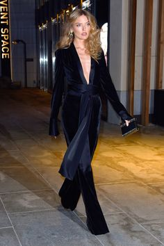 Martha Hunt at Gigi Hadid's birthday Velvet Fashion, Suit Fashion, Runway Fashion, Fashion Beauty, Fashion Outfits, Day Jumpsuits, Mode Costume, Martha Hunt, Elegantes Outfit