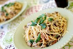 33 Shades of Green: Tasty Tuesdays: Mushroom & Bacon Spaghetti with Basil & White Wine Cream Sauce