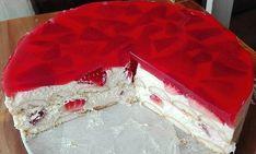 """529 To se mi líbí, 1 komentářů – NejRecept.cz (@nejrecept) na Instagramu: """"Nepečený tvarohovo-pudinkový dortík s jahodami a želé 🍓🍓🍓 ✅ SUROVINY 500 g - jemný tvaroh 2 bal. -…"""" Party Platters, Cheesecake Brownies, Strawberry Cakes, Pudding Cake, Mini Cheesecakes, Cake Icing, Sweet Recipes, Food And Drink, Brownie Cookies"""