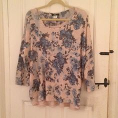 Blue Floral Lightweight Pullover Sweater 2X NWT Powder, muted royal and navy blue flowers on a tan background, looks BOSS with jeans! I also own (and am keeping ) this in a size 1x, (I was unsure of what size to purchase by the size chart) and I get compliments EVERY time I wear it. 2X, true to size, NWT. ING Sweaters Crew & Scoop Necks