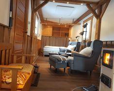 """Cosy schlafen im Tiny House und mitten in der Natur aufwachen. Unser Tiny House """"Living Legends"""" ist ein eigenständiger Anhänger auf den Wiesen der Edermühle und bietet jeden Komfort – eben extraordinary. Einzel- oder Doppelzimmer inklusive Frühstück. Living Legends, Komfort, Cosy, Conference Room, Furniture, Home Decor, Roommates, Double Room, Woodland Forest"""