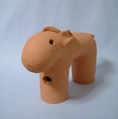 2本足のうさぎ形埴輪です。出土品の埴輪の中にも、数は少ないですが、うさぎがいます。そして2本足の動物もいます。高さ130×幅205×奥... ハンドメイド、手作り、手仕事品の通販・販売・購入ならCreema。