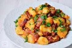 Cartofi taranesti - CAIETUL CU RETETE Easy Cooking, Cooking Recipes, Healthy Recipes, Romania Food, Potato Diet, Tasty, Yummy Food, Food Design, Lunches And Dinners